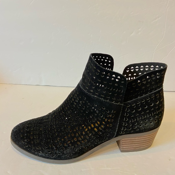 Crown vintage black faux leather perforated bootie